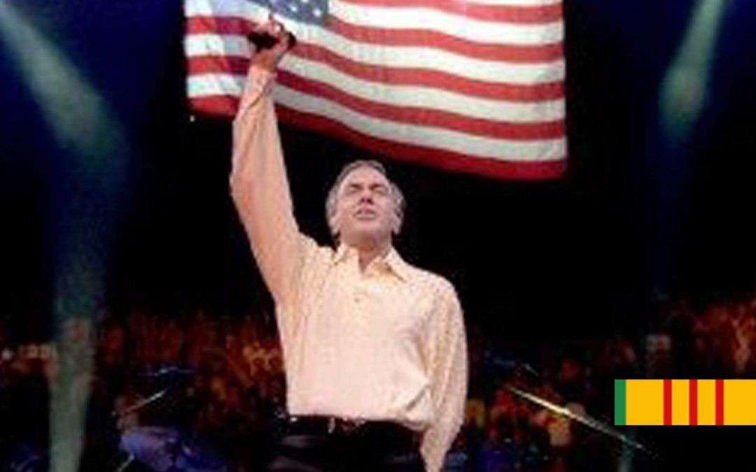 "Neil Diamond sings ""America"" for Vietnam Veterans at 4th of July Welcome Home concert"